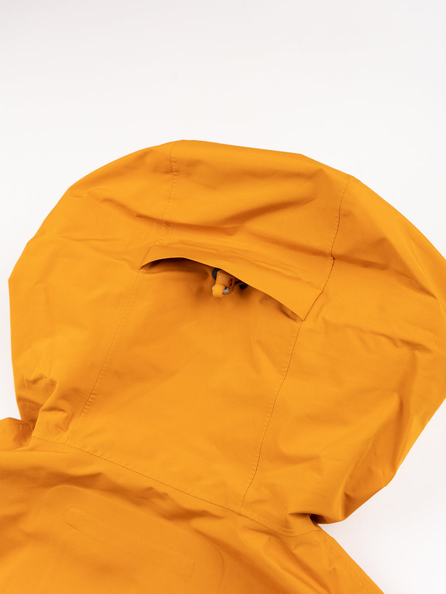 Fyn shell gore tex 2.0, cadmium orange, norse projects, back hood detail