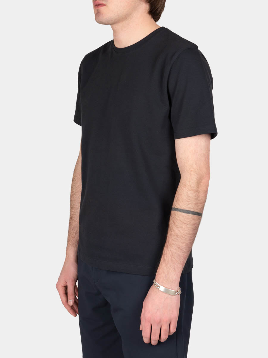 jesper coolmax pique, t-shirt, dark navy, norse projects, on model side view