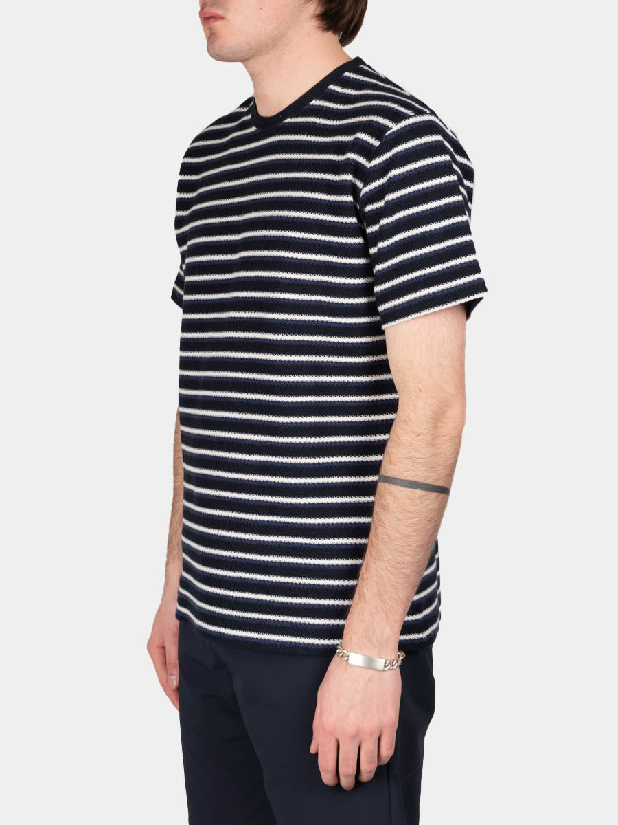 Johannes Jacquard Stripe, t-shirt, twilight blue, norse projects, on model side view