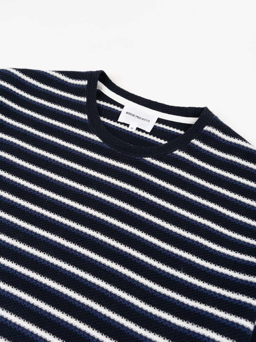 Johannes Jacquard Stripe, t-shirt, twilight blue, norse projects, collar detail