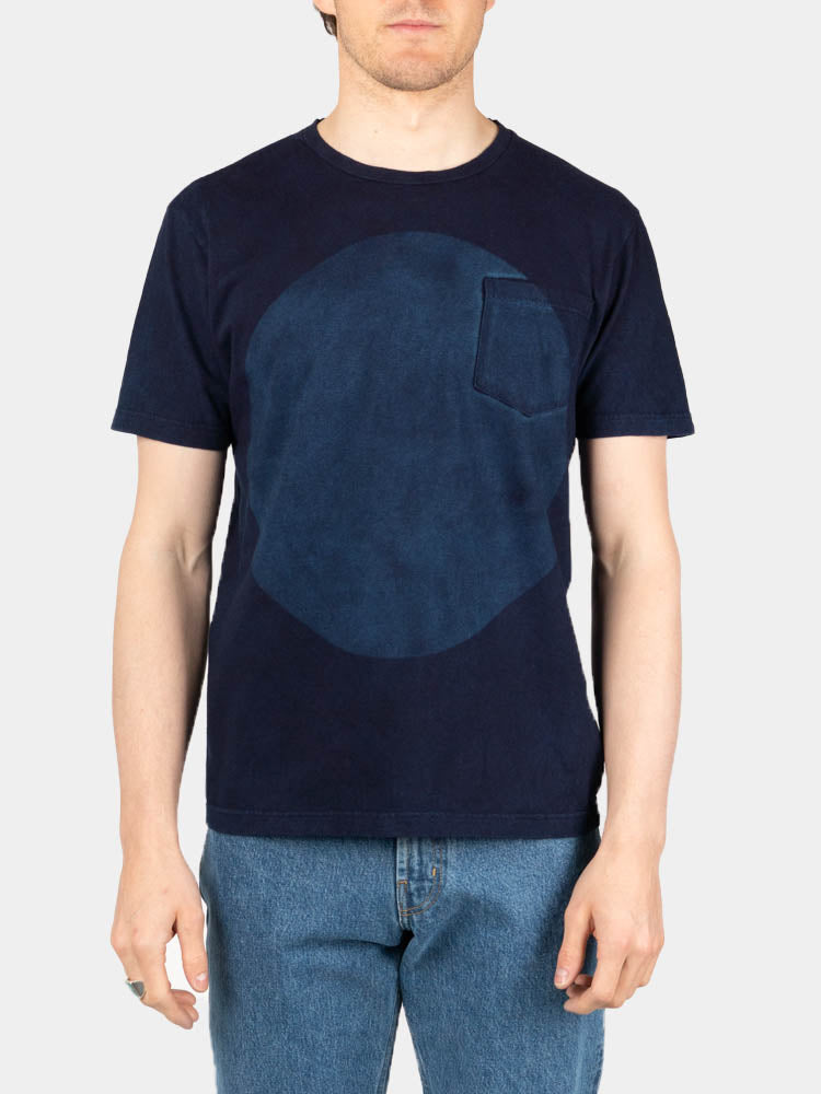 hand dyed, big circle, cotton tee, short sleeve, indigo, blue blue japan, on model front view