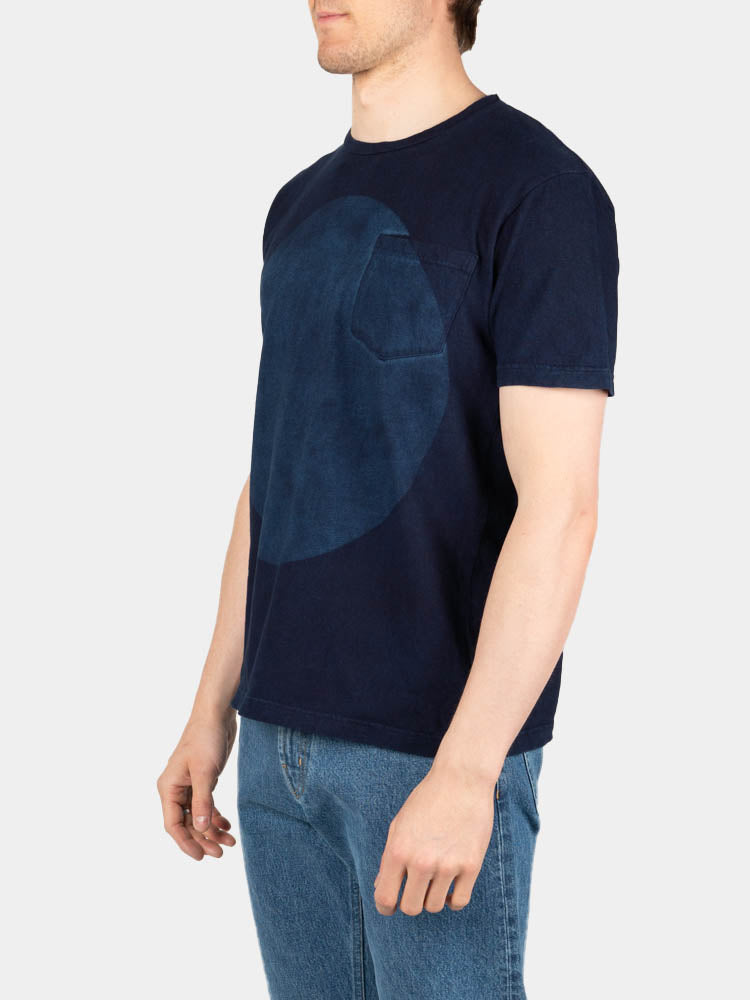 hand dyed, big circle, cotton tee, short sleeve, indigo, blue blue japan, on model side view