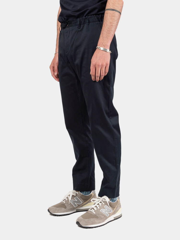 inverness stretch trouser, midnight, kestin, on model side view