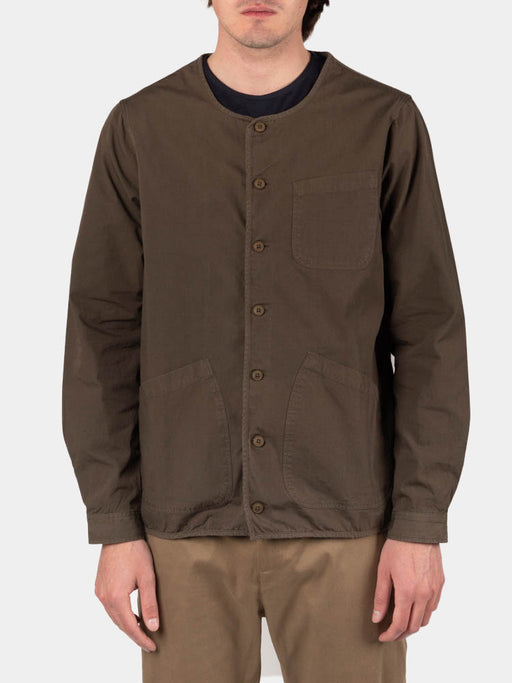 neist collarless overshirt, olive ripstop, kestin, on model front view