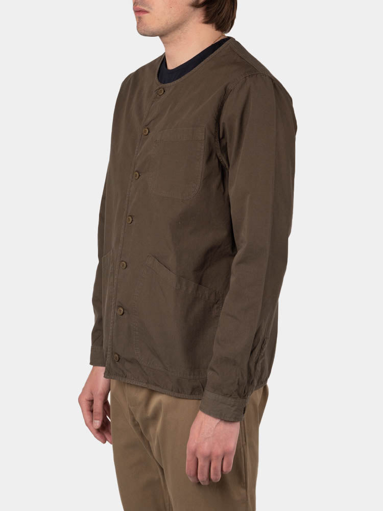 neist collarless overshirt, olive ripstop, kestin, on model side view