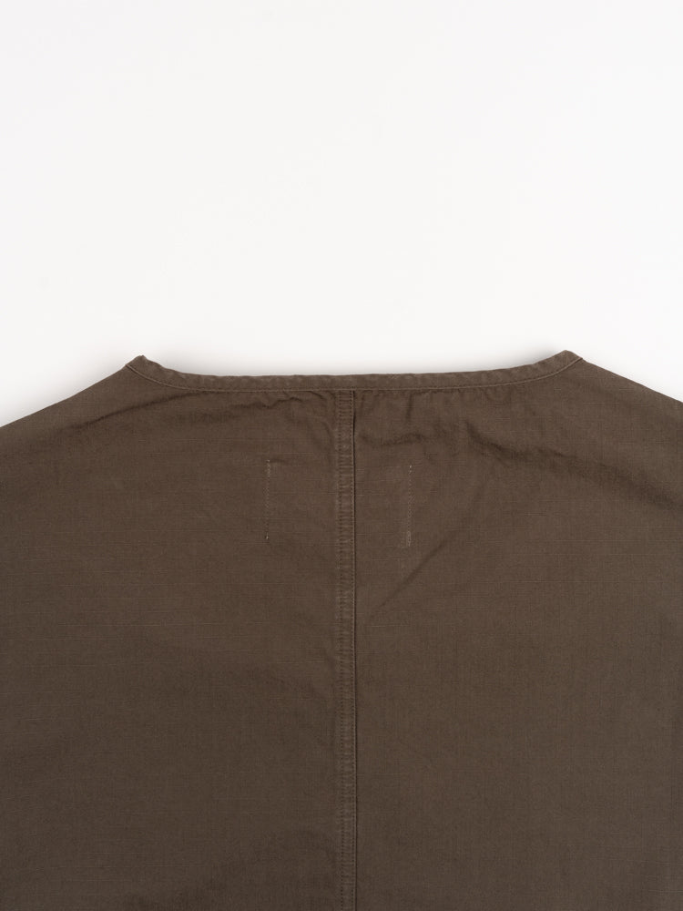 neist collarless overshirt, olive ripstop, kestin, back collar