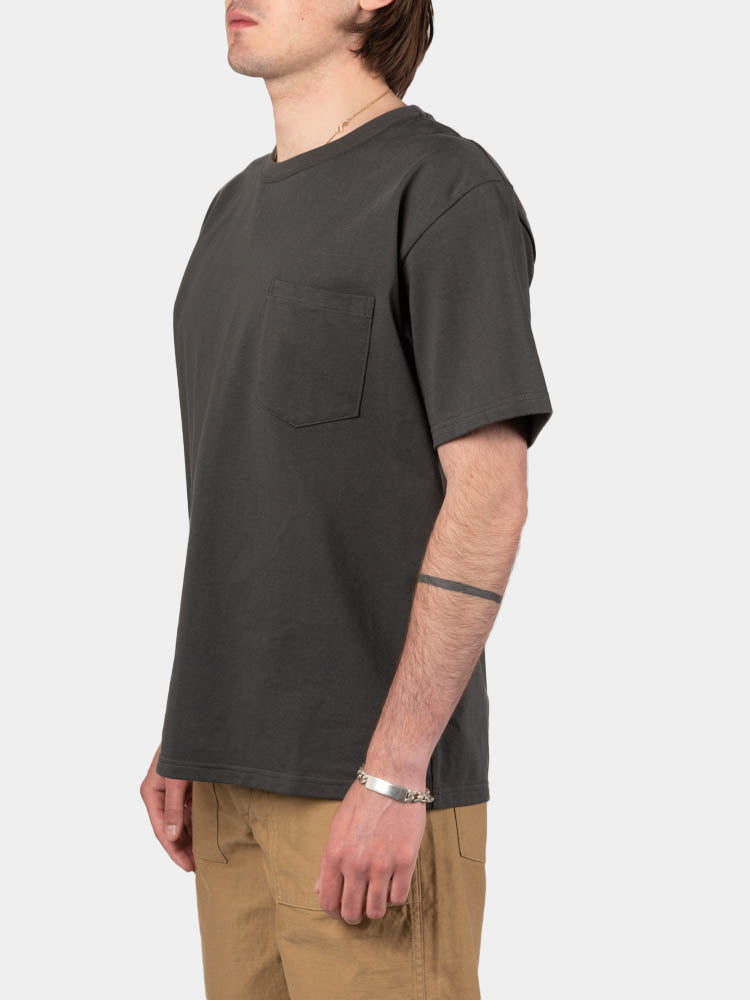 pocket t-shirt, charcoal grey, orslow, on model side view