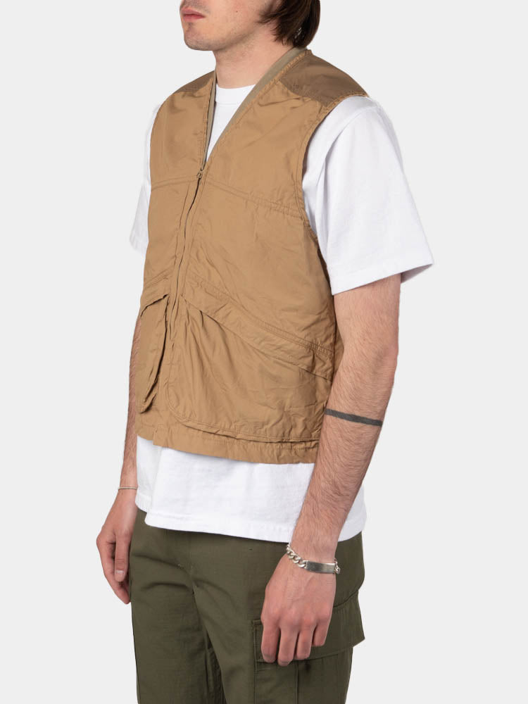 utility vest, khaki, orslow, on model side view