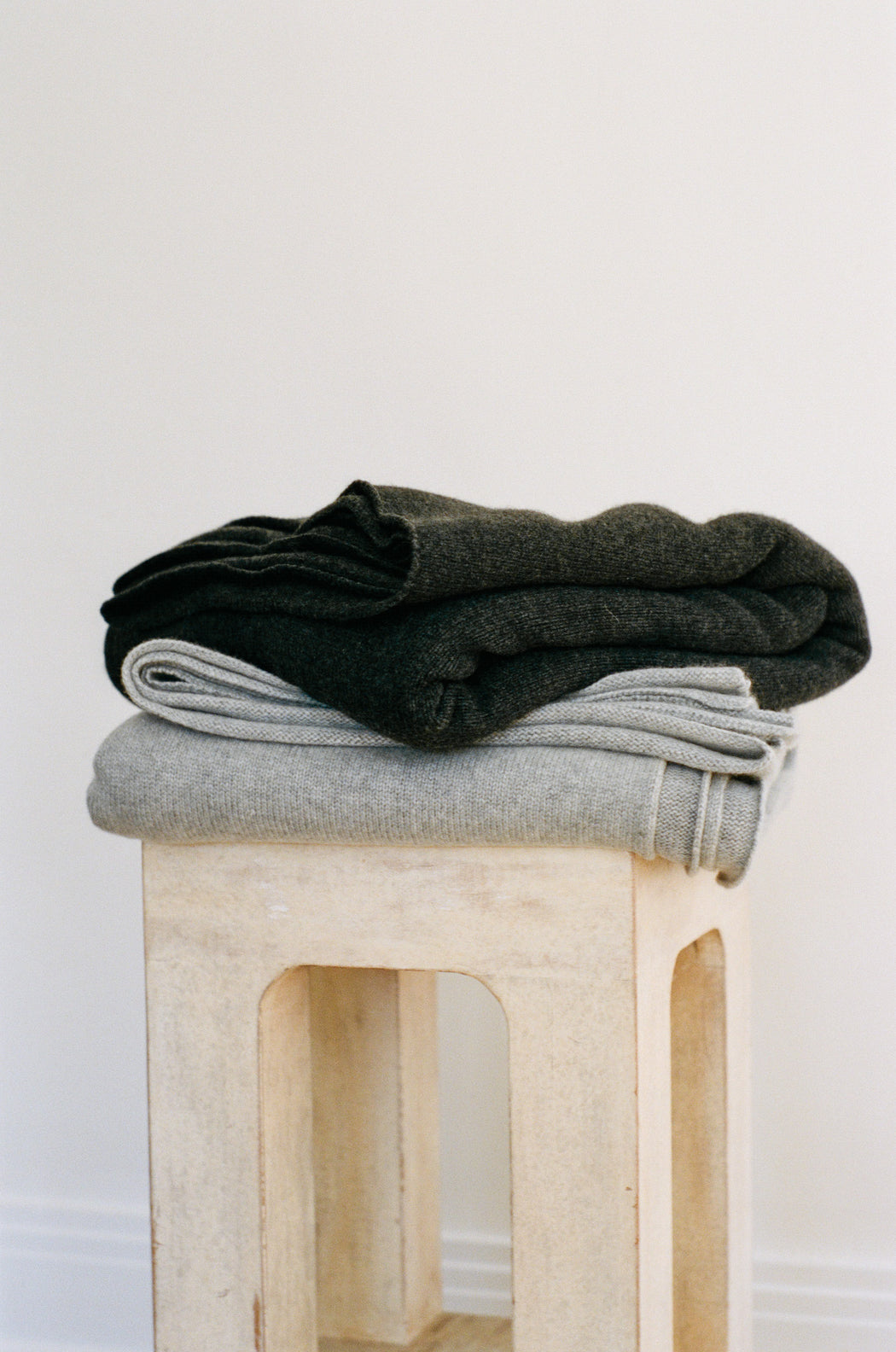 Oversized Italian Cashmere Jersey Knit Blanket - Soot
