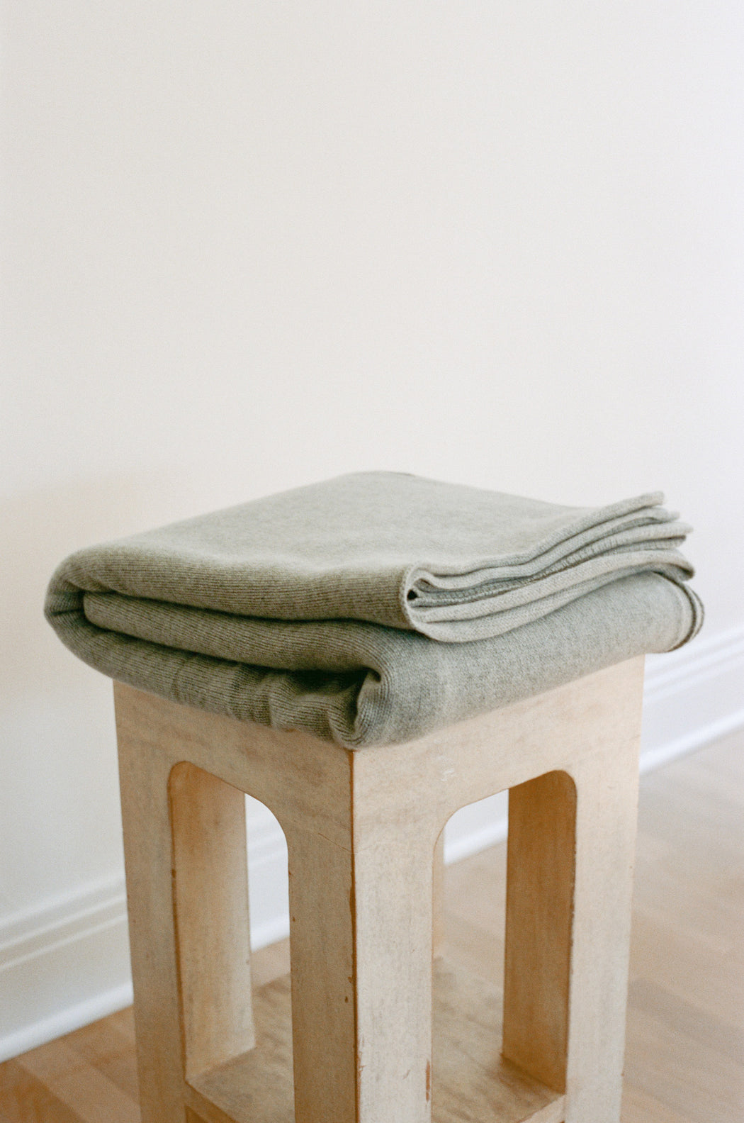 Oversized Italian Cashmere Jersey Knit Blanket - Heather Grey