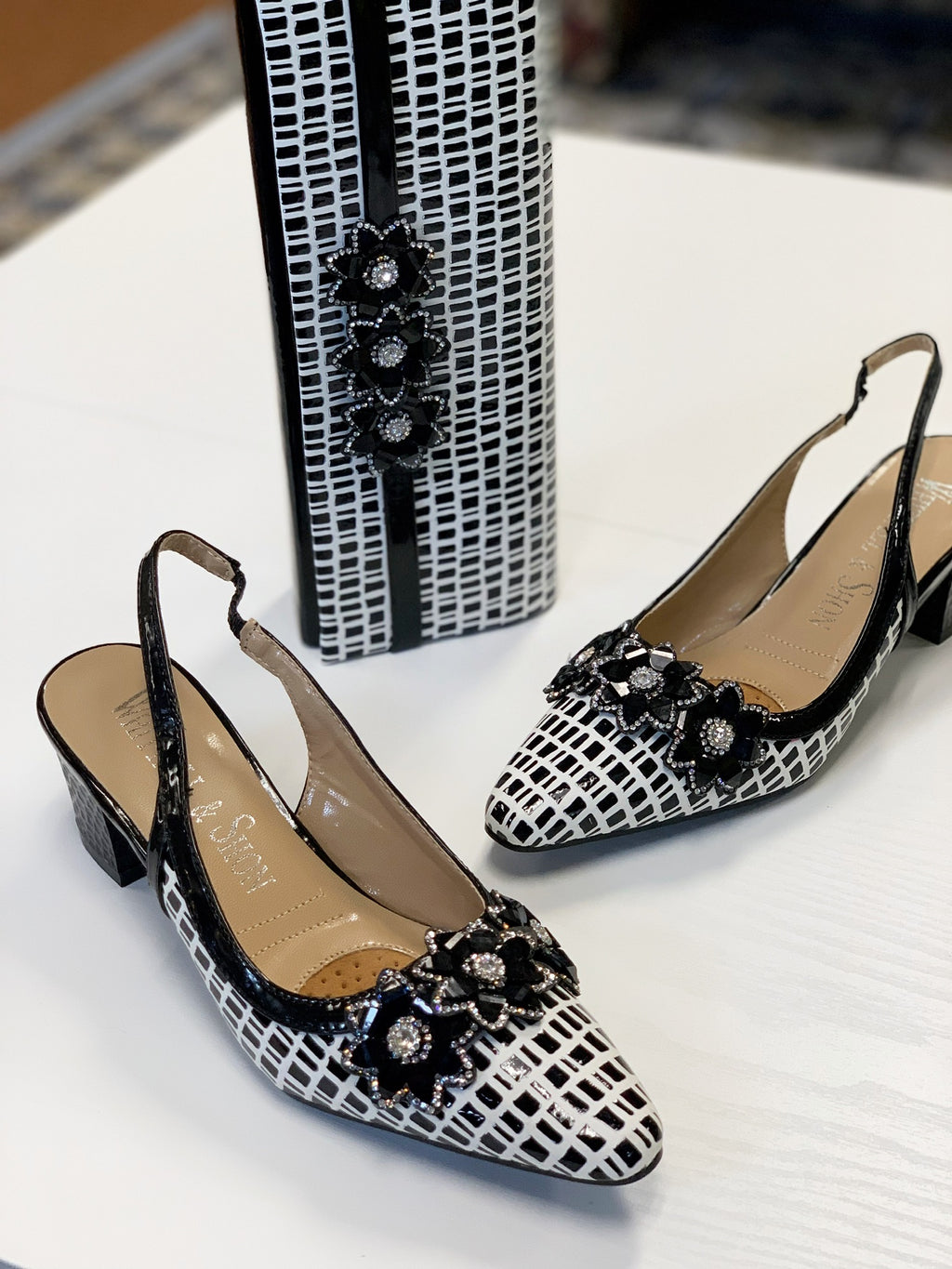 Isabel Slingback Black White