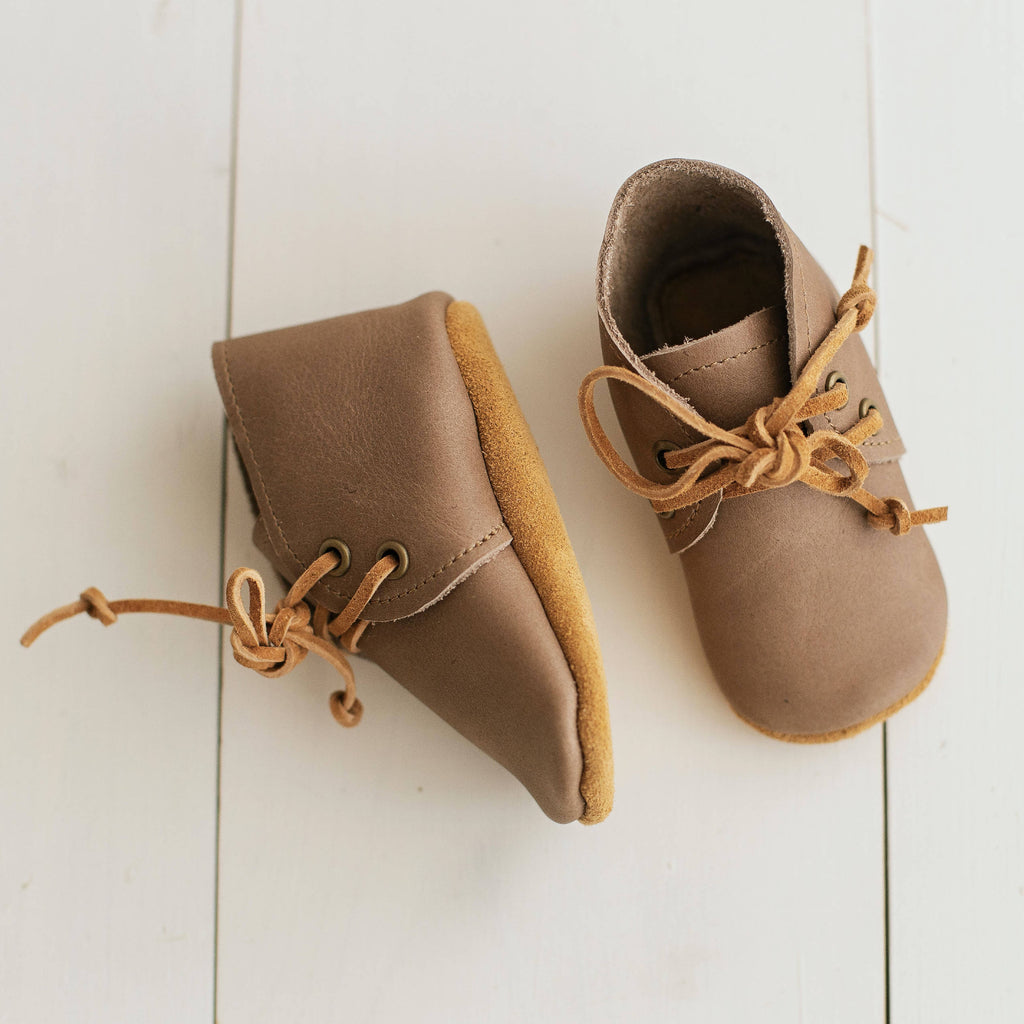 Handmade unisex baby shoes made of 100% leather.