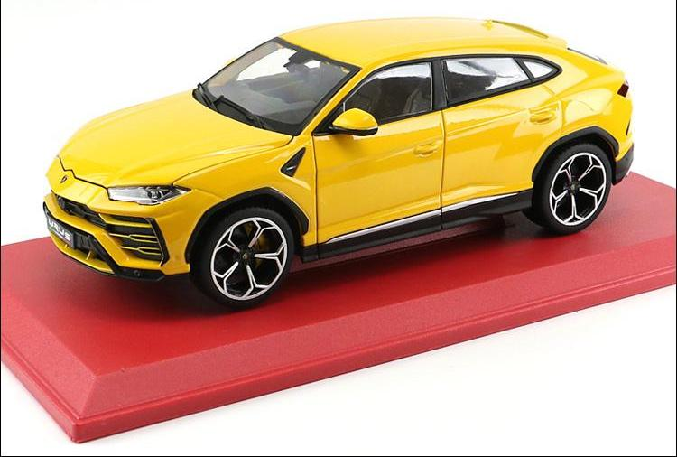 bright yellow 1:18 Lamborghini Urus SUV front driver side