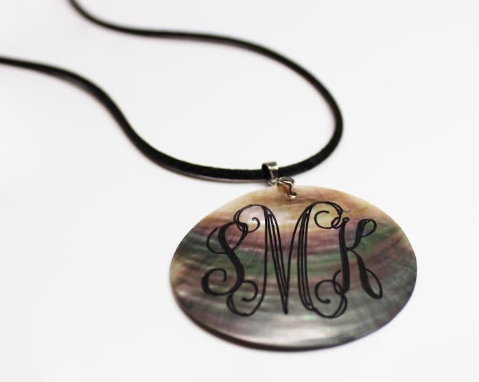 Small Round Engravable Shell Pendant