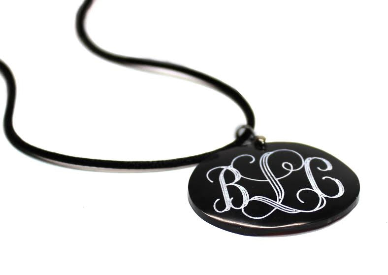 Small Black Round Engravable Shell Pendant - Allyanna Gifts