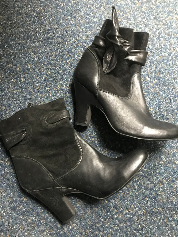 Shelleys size 7 shoes boots black leather suede detail NEW
