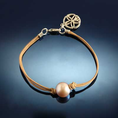 FW Pearl and Leather Bracelet