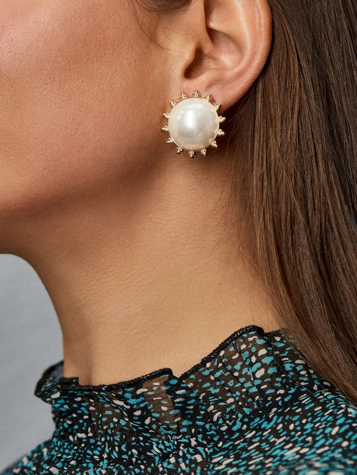 Pearl Statement Stud