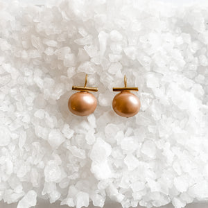 Medium Earring in Blush Pearl