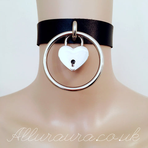 Giant Ring Choker With Heart Padlock (Black)