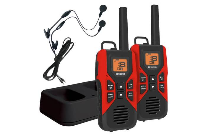 2 GMRS FRS two way radios charging cradle earbuds GMR3055-2CKHS walkie talkie uniden