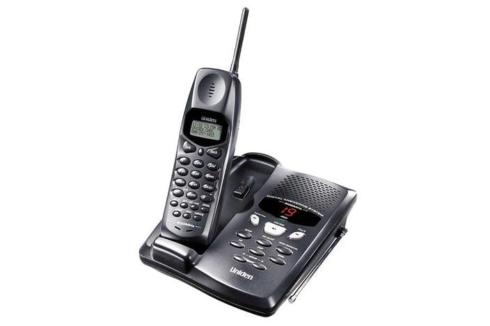 900 MHz Cordless Phone with Extended Range & Digital Answering System — Uniden America Corporation