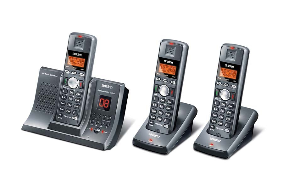 5.8GHz Digital Cordless Phone with Digital Answering System and 2 Extra Handsets