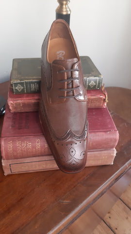 George Brogue Chesnut Shoes By Benetti