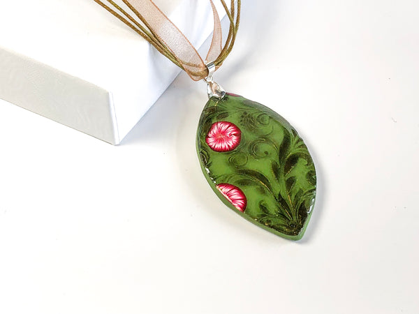 Green Flourish Pendant Necklace