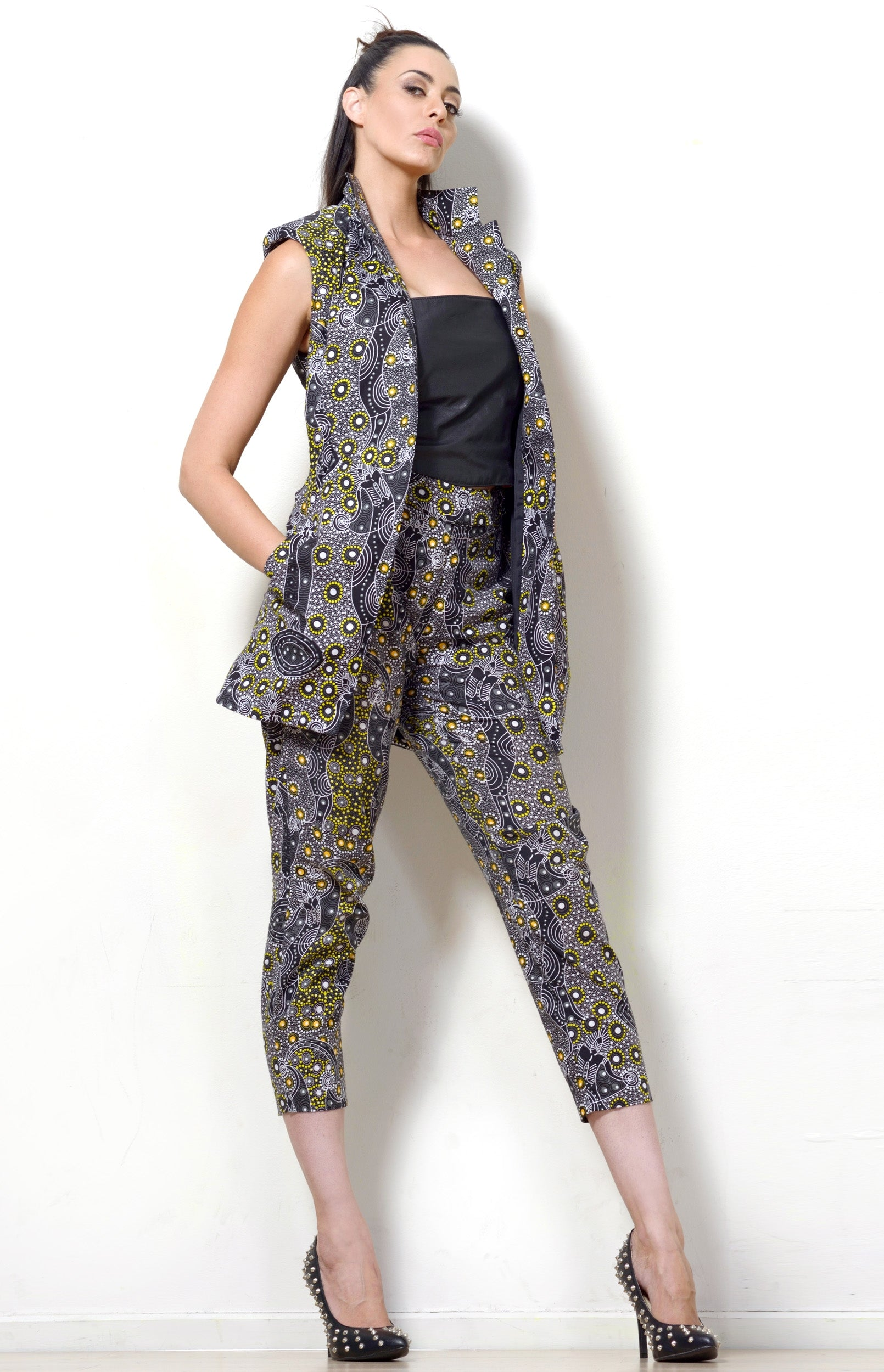 Dancing Spirit Print Sleeveless Jacket