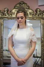 Load image into Gallery viewer, Lace Trim Veil With Blusher