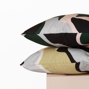 abstract-print-cushion-form-and-trace