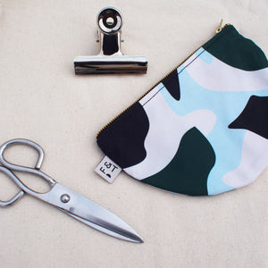 abstract-print-purse-make-up-bag-form-and-trace