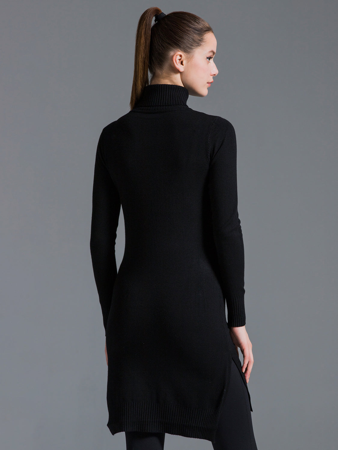 TURTLENECK KNIT DRESS W SLITS, BLACK