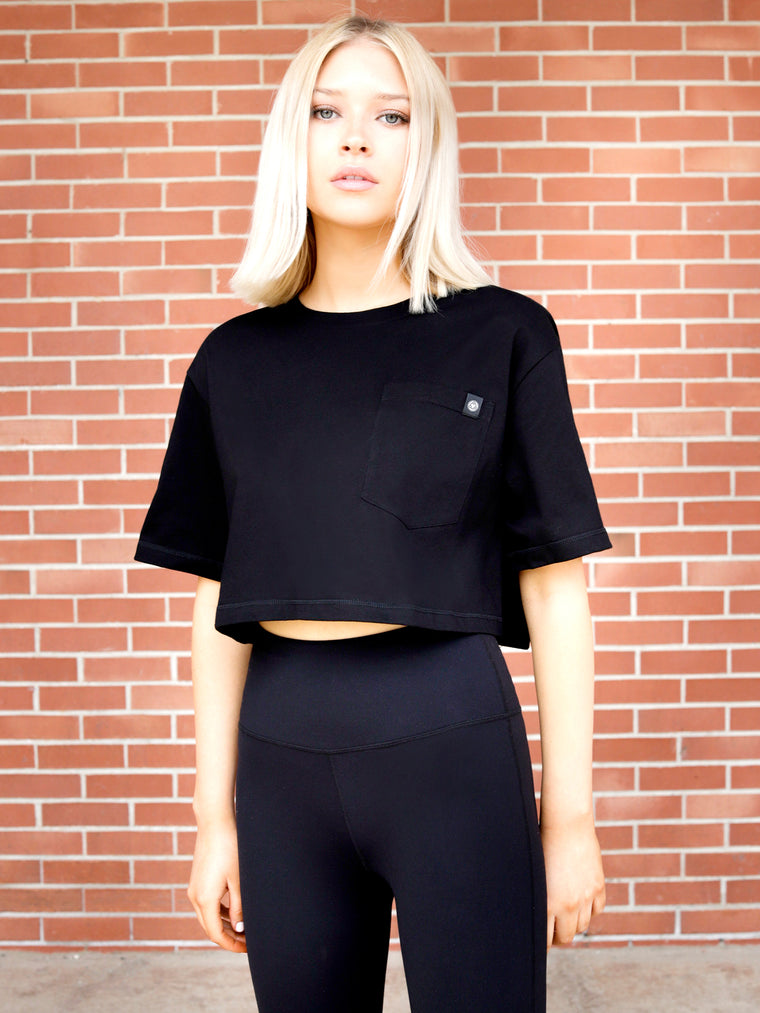 CROPPED POCKET TEE, BLACK