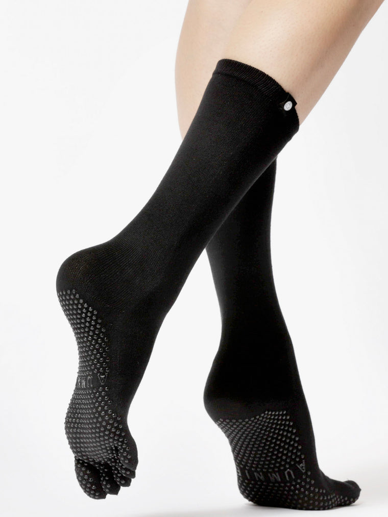 KNEE HIGH FULL TOE YOGA GRIP SOCKS, BLACK