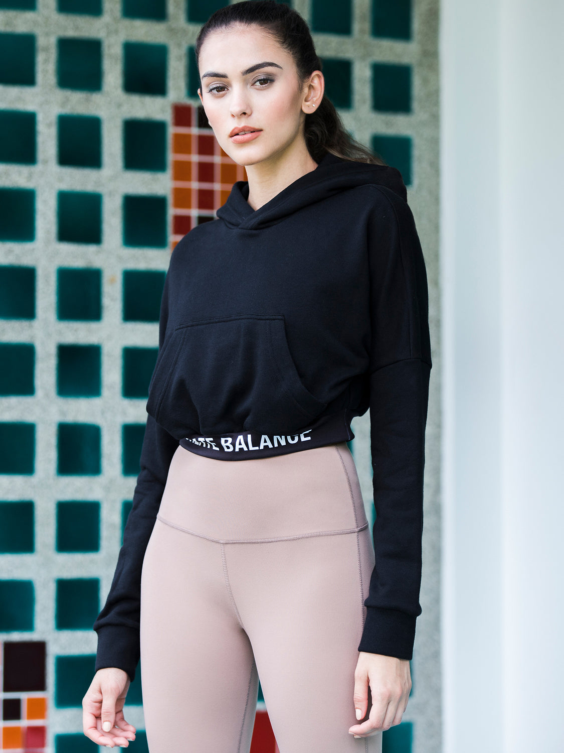 HIGH CROP LOGO HOODIE, BLACK