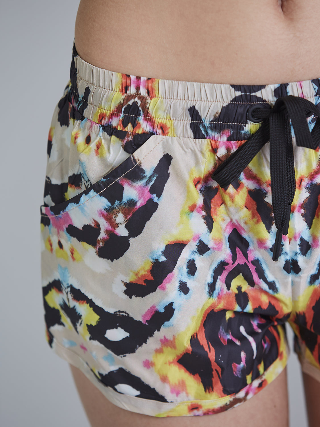 RELAY RUNNING SHORTS, FIESTA
