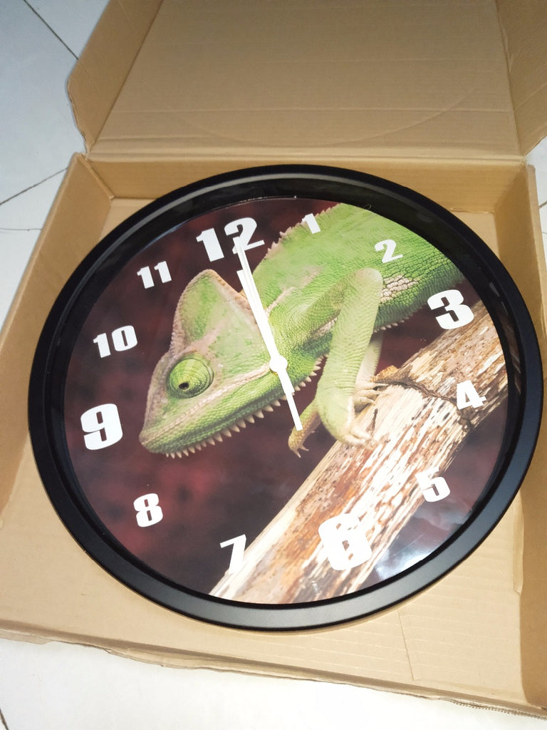 Lifelike Chameleon High Definition Print Black Frame Quartz Wall Clock