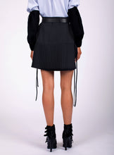 Load image into Gallery viewer, BELTED SHORT PLEAT SKIRT