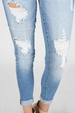 Load image into Gallery viewer, Light Wash Denim Skinny Jean