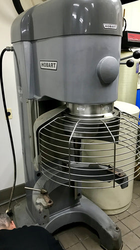 Hobart mixer V1401 comes with Bowl and hook