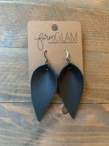 BLACK PINCHED LEATHER EARRINGS