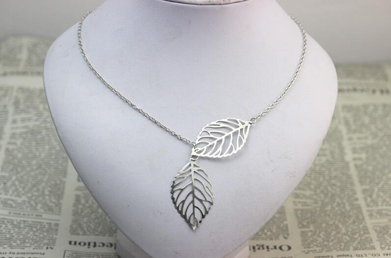 The Stylopedia necklace Leaf Necklace