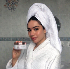 @gulis.lifts influencer photo with Pretty Glossy Magic Hair Rescue masque