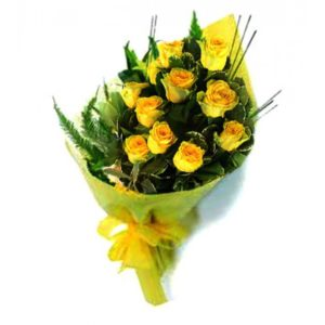 1 dozen Yellow Holland Roses in a Bouquet