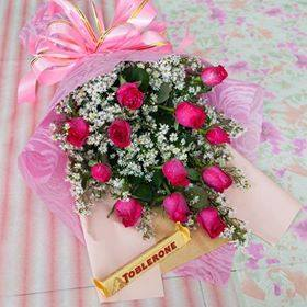 For VALENTINES PROMO 1 Dozen roses in a bouquet with free  50g Toblerone