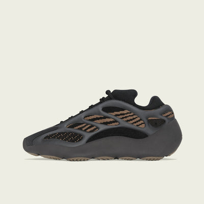 "Yeezy 700 v3 ""Clay Brown'"