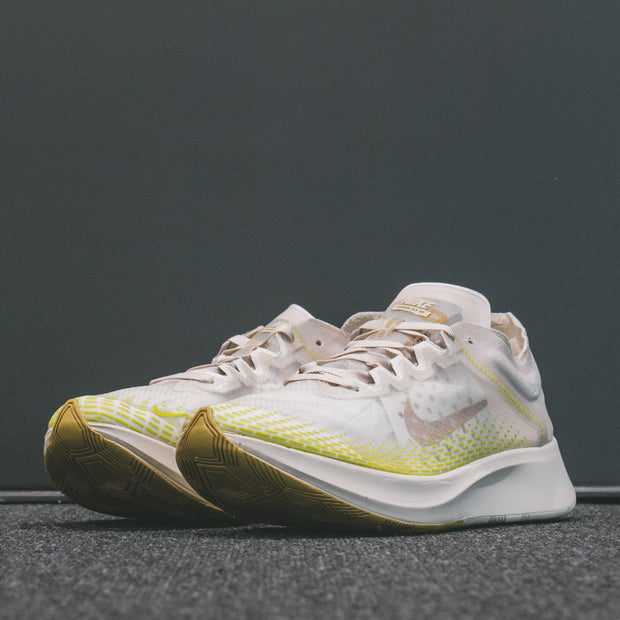 M NIKE ZOOM FLY FAST GOLD