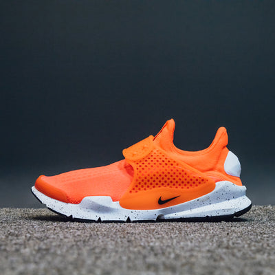 NIKE SOCK DART SE TOTAL CRIMSON/BLACK-WHITE